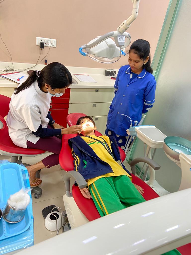 smile studio - kids dental checkup